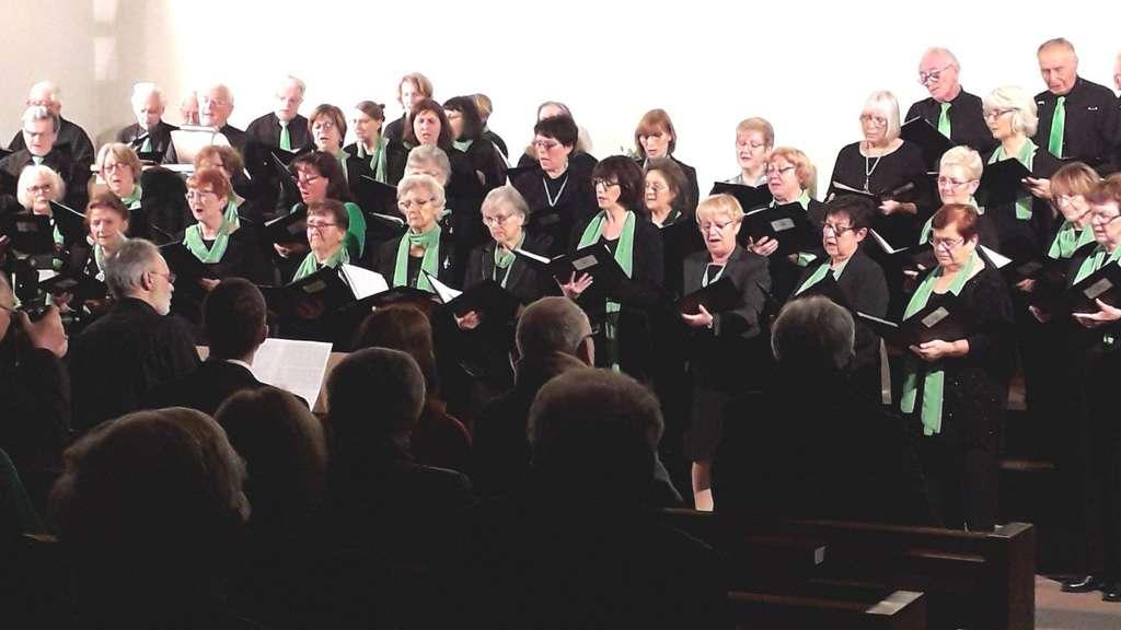 Da war die Chorwelt noch in Ordnung: Im November 2019 fand das bislang letzte Konzert der beiden Chöre des Gesangverein Eintracht Bischofsheim in der evangelischen Kirche statt. archiv